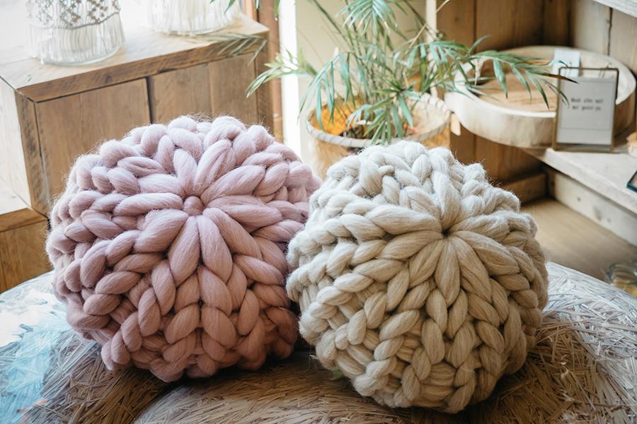 XL knit pillow rond merinowol